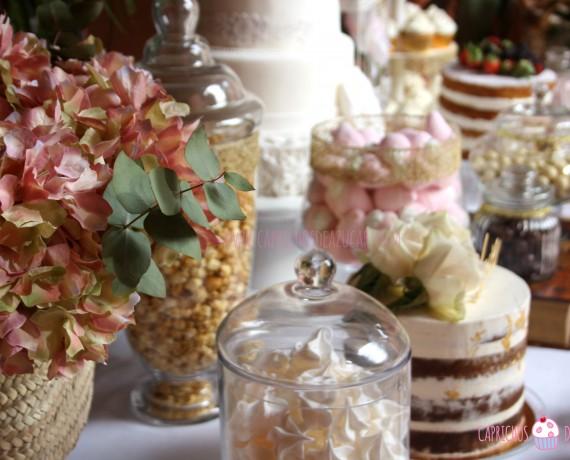 Mesa dulce para boda dorado y blanco